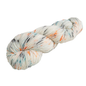 A hank of white yarn with orange and blue speckles
