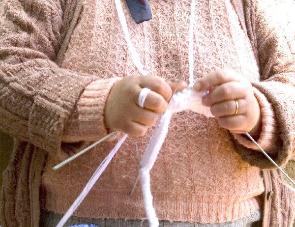 Knitting Health: Portuguese Knitting Helps Arthritis | learnknittingonline.com
