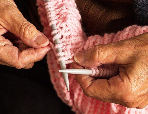 Knitting Health: 4 Benefits of Knitting | learnknittingonline.com