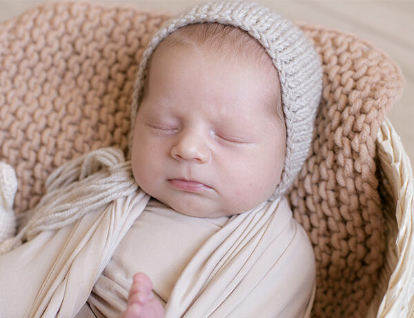 8 Things to Consider to Get The Best Baby Blanket Yarn | learnknittingonline.com